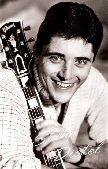 Sacha Distel est un guitariste de jazz, compositeur et chanteur français né à Paris, le 29 janvier 1933  mort  le 22 juillet 2004