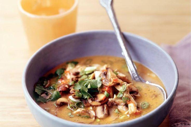 Kijk wat een lekker recept ik heb gevonden op Allerhande! Stap-voor-stap tom yam kai (Thaise kippensoep)