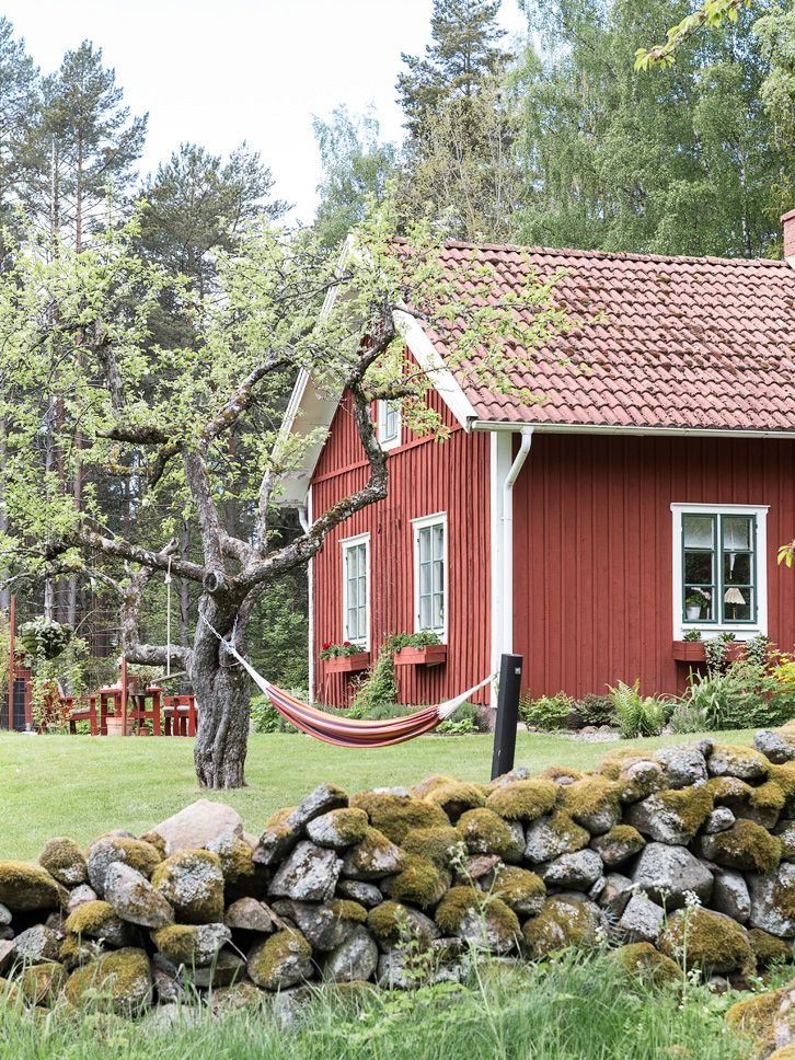 THE ULTIMATE SWEDISH COTTAGE PAINTED IN FALU RED | THE STYLE FILES