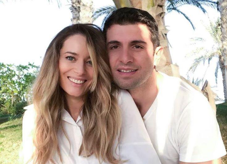 Laura Cosoi şi Cosmin Curticăpean sunt unul dintre cele mai discrete cupluri din showbizul autohton. Sunt împreună de şase ani şi sunt căsătoriţi de doi, iar, în urmă cu puţin timp, au aflat că vor deveni părinţi, lucru pe care şi-l doreau foarte tare.   #LauraCoșoi #LauraCosoişiCosminCurticăpean #lauracosoi.ro