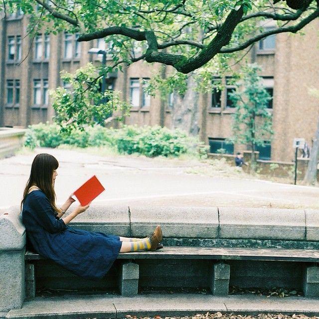 公園で読書するのが好き Women Reading - turquoiseiolani: 読書の秋 * #igers #igpic...