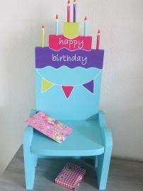 Laat de kinderen op hun verjaardag op een leuke versierde verjaardagsstoel zitten! Zo voelen de kinderen zich gegarandeerd een dagje speciaal!