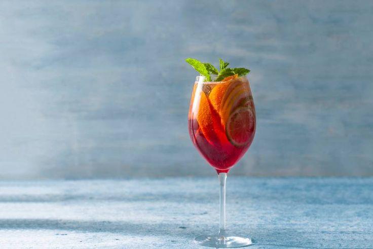 Met 6 verschillende fruitsmaken kunnen we deze alcoholvrije Teisseire Strawberry Celebration cocktail wel fruitig noemen - Recept - Allerhande