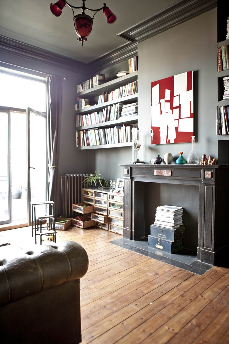 This house in Brussels featured on Decoratualma looks like a Brooklyn brownstone.