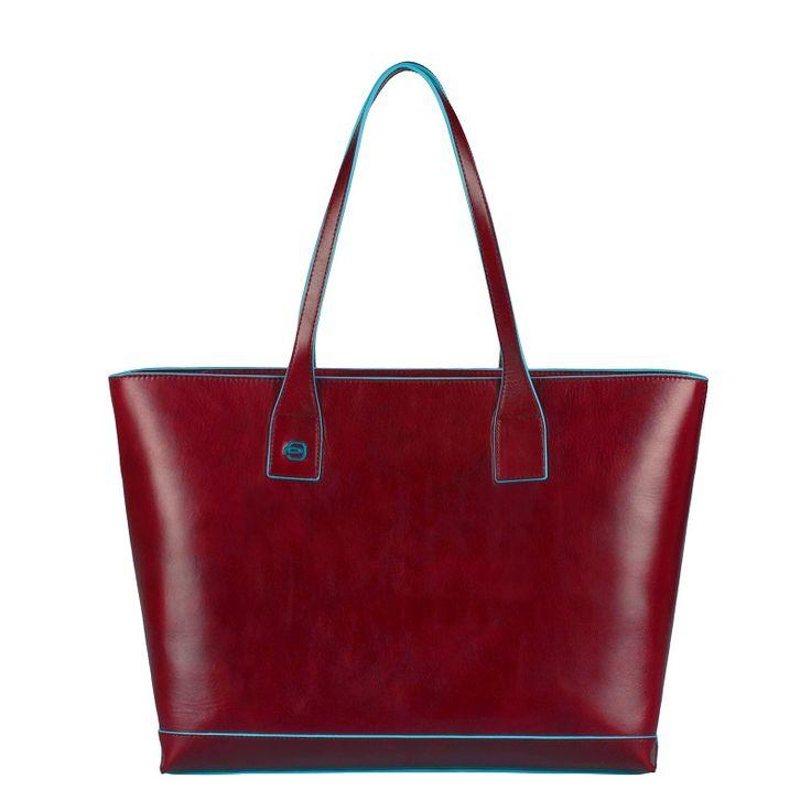Wyjątkowy lekki shopper włoskiej marki Piquadro. Posiada wygodne miejsce na laptop, dzięki czemu sprawdzi się zarówno na co dzień jak i do pracy. Blog - Sklep Multicase24 - galanteria skórzana Piquadro, Landleder, Hexagona, Treats #multicase24 #butikmulticase #piquadro #skóracielęca #shopper #torbanalaptop #bluesquare #business #stylbiznesowy #torbydopracy http://multicase24.pl/