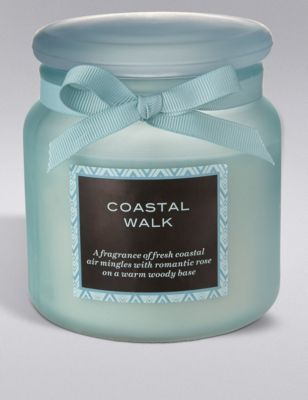 Bring the outdoors inside with this fresh, sea-inspired scent. A fragrance of fresh coastal air mingles with romantic rose on a beautifully warm, woody base.