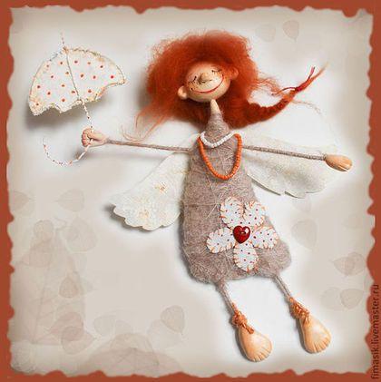 Купить или заказать Благуша в интернет-магазине на Ярмарке Мастеров. Осенняя девочка, очень любит гулять под дождиком, собирать осенние листья и улыбаться всем прохожим…