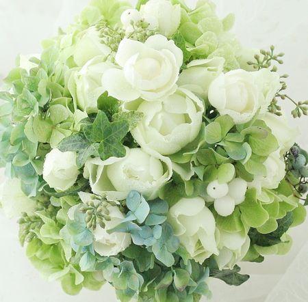 ラウンドブーケ 白の丸いバラとあじさいの画像:一会 ウエディングの花