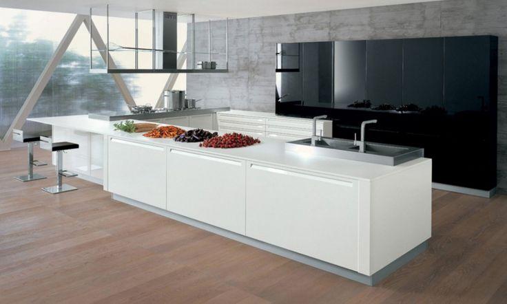 Každá kuchyně Extra je navržena tak, aby vynikly čisté linie a harmonie jednotlivých prvků. Tento model je možno vyrobit v povrchové úpravě dub s vertikální strukturou dřeva nebo v 32 různých barvách v lesklém a matném provedení. Součástí těchto moderních italských kuchyní jsou i digestoře montované na stěnu nebo nad ostrůvek, které se vyrábějí z nerezové oceli.