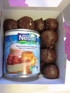 Bounty kugler: condenseret mælk, kokosmel og chokolade til overtræk... mums