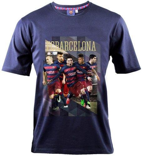 Laat je liefde voor de Spaanse voetbalclub FC Barcelona met dit mooie T-shirt. Op het shirt staan de beste voetballers ter wereld afgebeeld: Lionel Messi, Neymar en Suarez. Dit shirt is volledig van katoen en maat 140.   Afmeting: volgt later.. - T-shirt barcelona spelers