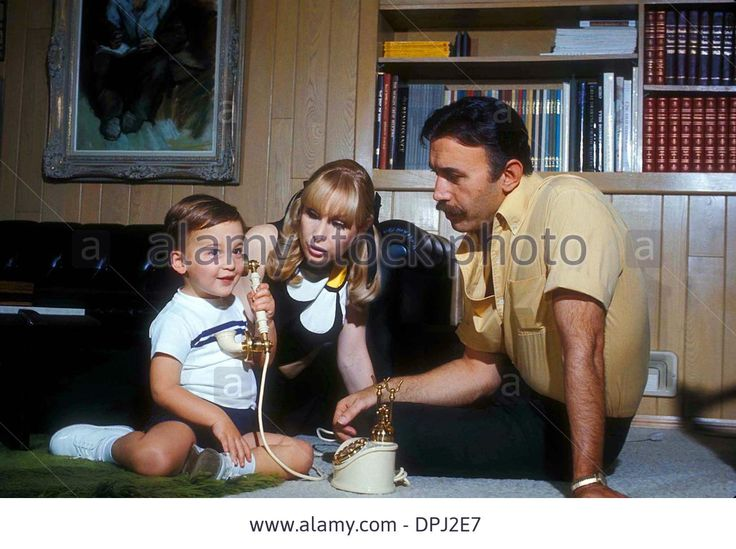 Download this stock image: Apr. 25, 2006 - BARBARA EDEN WITH HER FAMILY (SON) MATTHEW ANSARA.# 24129. GENE TRINDL-(Credit Image: © Globe Photos/ZUMAPRESS.com) - DPJ2E7 from Alamy's library of millions of high resolution stock photos, illustrations and vectors.