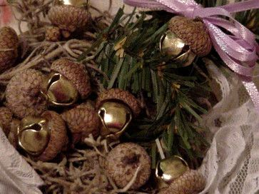 Christmas Acorn Jingle Bells -DIY craft, inexpensive and glue gun easy. Attach ribbons for package decor, garlands, ornament cluster, etc.