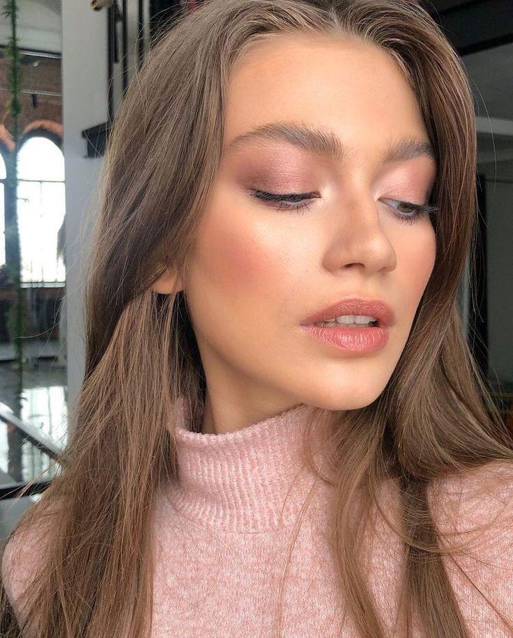 Maquillage de bal, maquillage naturel, couleurs de cheveux bruns, robe de …   – Haar und beauty