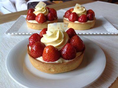 VÍKENDOVÉ PEČENÍ: Tartaletky s jahodami a vanilkovou šlehačkou