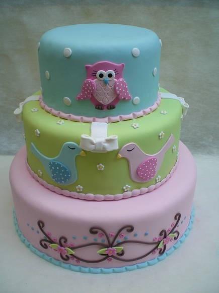 Owl cake decorated in pastel colors/ Bolo de coruja em tons pastel