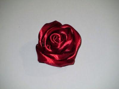 Raccontare un paese: come fare una rosa in raso (spiegazione