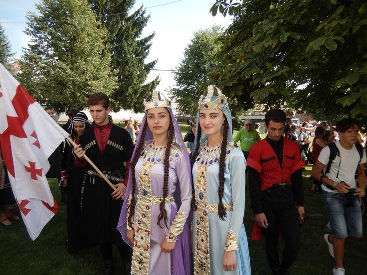 Tanečnice z folklórního souboru z Tbilisi z Gruzie na Mezinárodním folklórním festivalu Červený Kostelec (Czechia) 2017