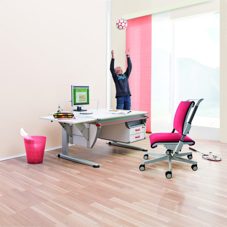 moll Booster study desk comes with a cabinet that can be fixed on the left or right according to personal preferences. Featured here with the Scooter kids adjustable chair.