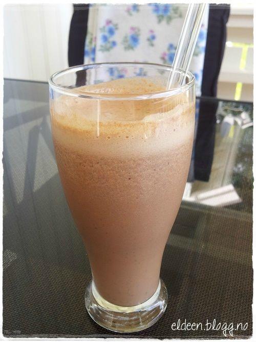 Iskaffe med smak av sjokolade og karamell. (~Eldeen~)