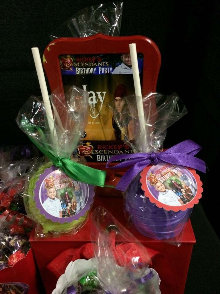 Candy apples at a Disney Descendants birthday party! See more party ideas at CatchMyParty.com!