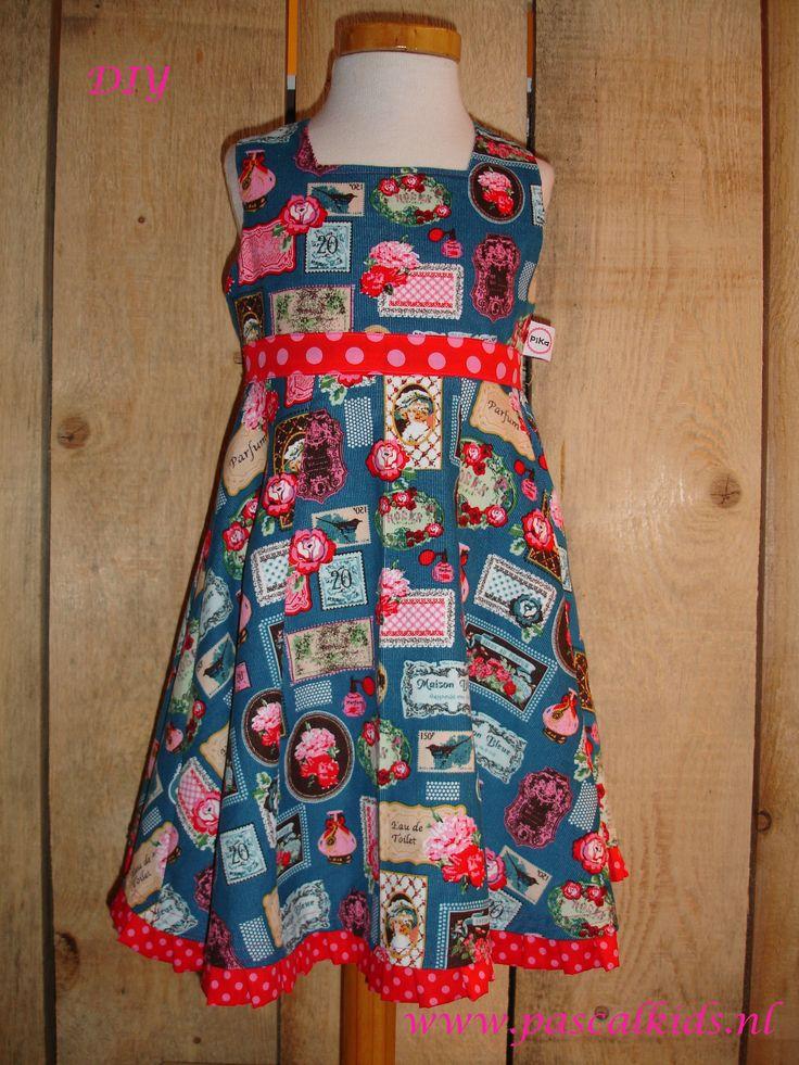 Hele mooi jurk gemaakt van babyrib. Alles in één pakket om zelf te maken.