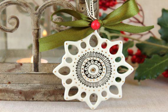 Decorazione natalizia Fiocco di neve in porcellana dipinto a mano. Idea regalo Natale