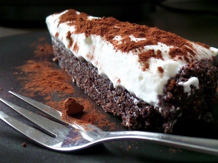Eredetileg ez egy újabb brownie-nak készült a Kókuszlisztes paleo brownie receptje alapján, de nagyon elbambultam... olyannyira, ho...
