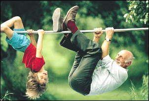I nonni tornano bambini, per la loro gioia e per il loro divertimento