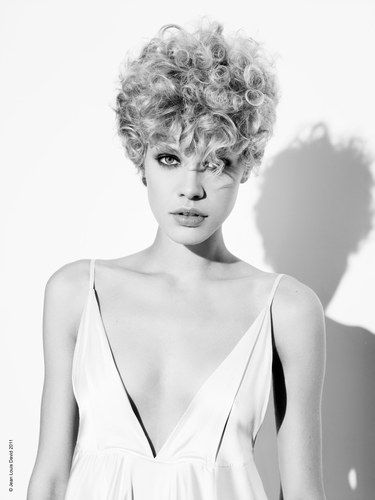 17 best images about hollywood glam on pinterest shantel in addition 63 best images about coiffure cheveux courts on pinterest shorts furthermore 17 best images about franges on pinterest bob bangs coupes further 17 best images about s m i l e on pinterest francoise hardy likewise 17 best images about cabelos on pinterest fine hair short hair. on medium brunette hairstyles