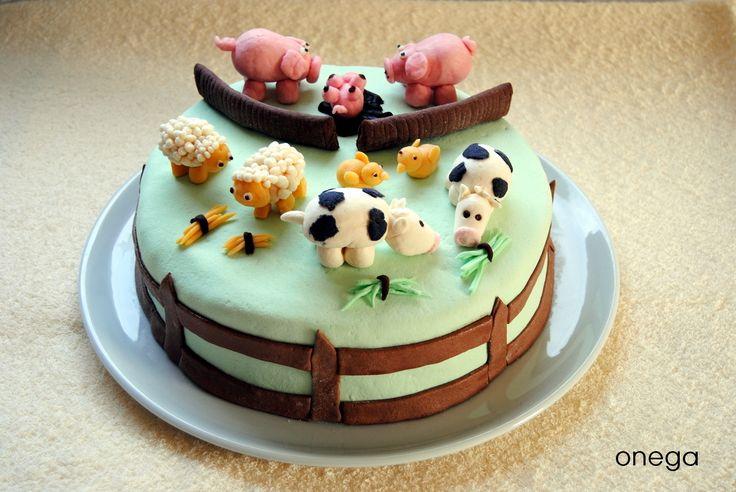 Con esta simpática tarta infantil, hemos celebrado el primer cumpleaños de mi sobrina y ahijada Irene. Para ella, tenía que preparar una tarta especial, preciosa y delicada como ella. Creo que est…