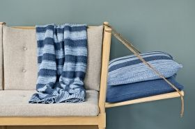 StrikAholic - Tactile Stripes and SeedStitch Cushion ambiance 1