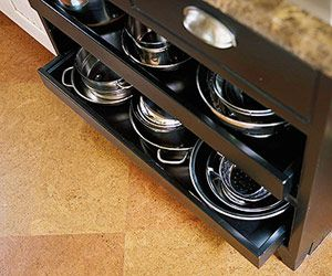Love the open drawers under the stove top for pots and pans.