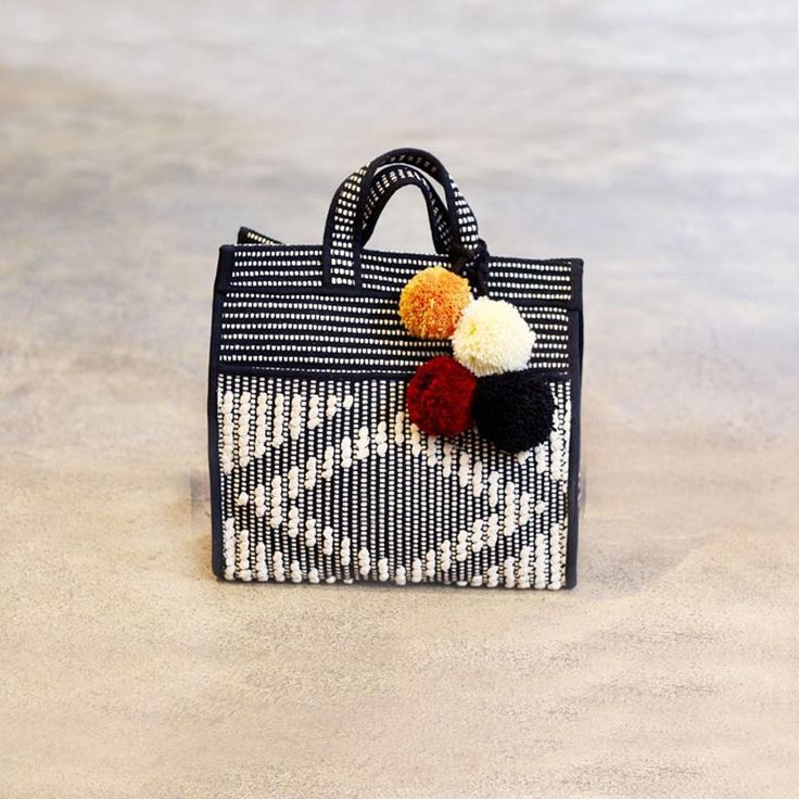 >Sac cabas Lester Lima, tissage coton réalisé à la main - Déjà disponible en boutiques et sur Sessun.com. ⠀⠀  ⠀⠀  > Lester Lima basket, handloom cotton weaving - Now available in stores and online at Sessun.com⠀⠀⠀  ⠀⠀  #sessun #label #autumn #fashion #love #bag #instagood #instadaily #peru #andina
