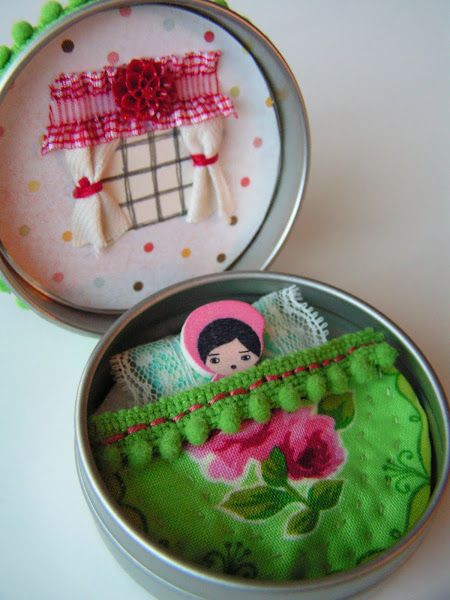 DIY Tea Rose Home: Tutorial: Tiny Tin Bedroom-an adorable stocking stuffer or travel toy.