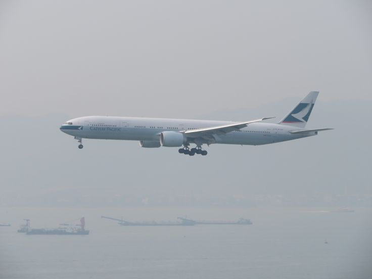 https://flic.kr/p/W7kqD7 | B-KQY | Type: passenger jet Airlines: cathay pacific Manufacturer: boeing Boeing 777 777-300 777-300ER 777-367ER 77W 77G C   W   Y    Total 40  32  268    340 2x GE GE90-115B msn: 1304 first flight: 07 may 2015 production site: Everett(PAE) Delivery day: 28 may 2015 Flight: CX256 From London(LHR)