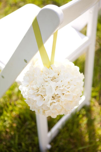 Make these with styrofoam balls and fake flowers - ah huh!