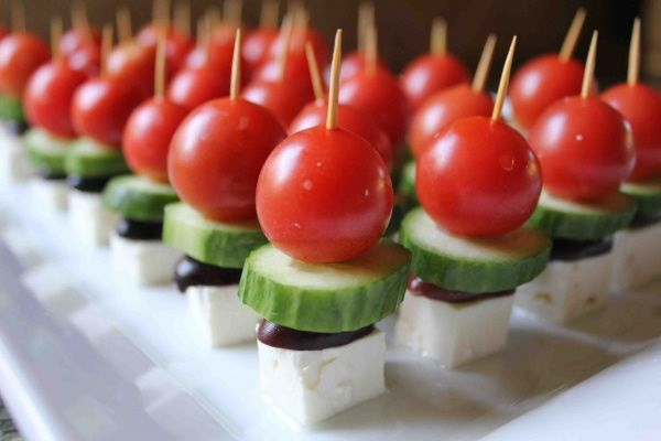 Bite-Sized Greek Salad -- well aren't you adorable little bites of yum!: Salad Skewer, Bite Size Greek, Idea, Food, Salad Kabob, Appetizer, Greek Salad, Bite Sized Greek