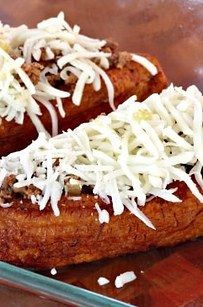 Canoas rellenas de carne molida, queso y otras delicias. | 16 Deliciosas recetas con plátano que harán de tu vida algo mejor