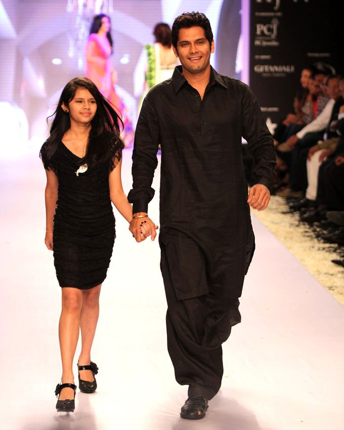 Amar Upadhyay with his daughter at the India International Jewellery Week 2013. #Bollywood #Fashion