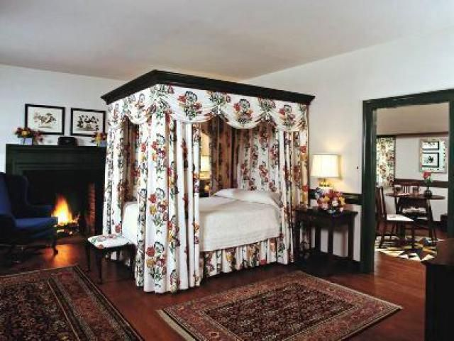 17 best images about colonial bedrooms on pinterest for Williamsburg home decor