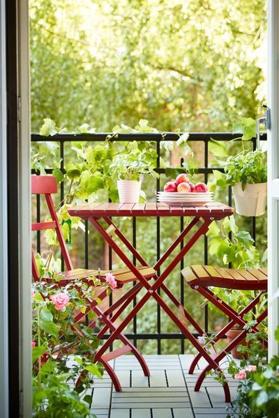 Adorable small balcony ...perfect for breakfast.