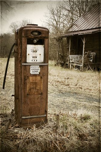 Rusty old gas pump Wish I could find one of these for my house.