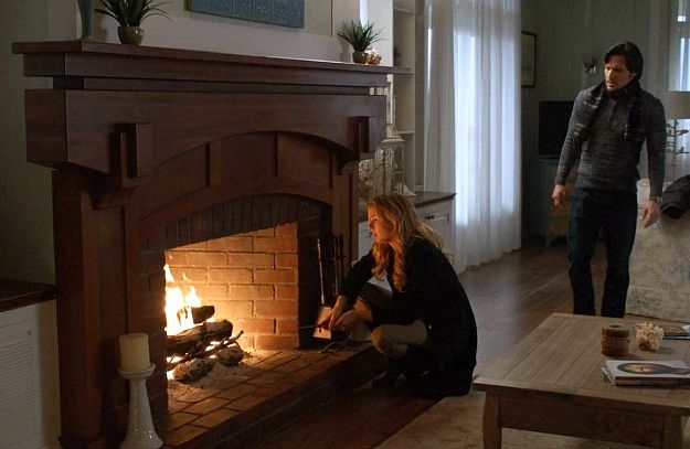 Emily Thorne's fireplace from ABC's Revenge. HookedOnHouses.net looks at the interiors and exteriors of the Hamptons estates.