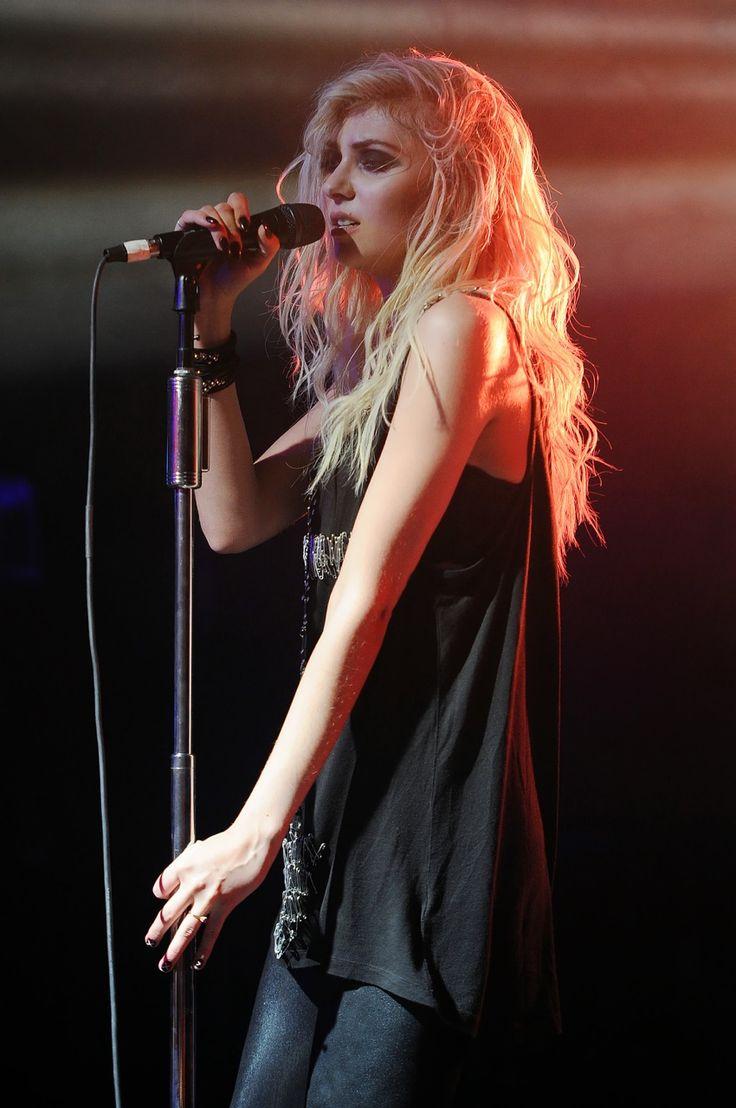Taylor Momsen her hair color!