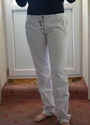 Kupuj mé předměty na #vinted http://www.vinted.cz/damske-obleceni/spolecenske-kalhoty/13261401-bile-kalhoty-s-velmi-prijemneho-materialu