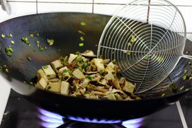 Как готовить в сковороде вок