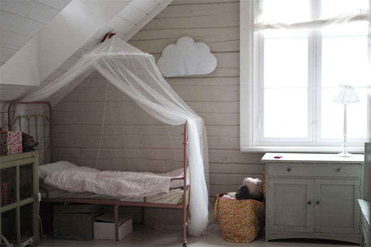 pompeli pömpeli girls room bedroom vintage style pink iron bed timber house scandinavian house