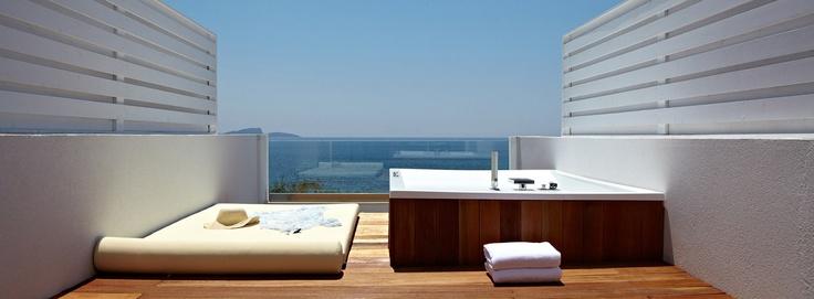 Lichnos Beach Hotel & Suites: Simple & Stylish http://www.lichnosbeach.gr