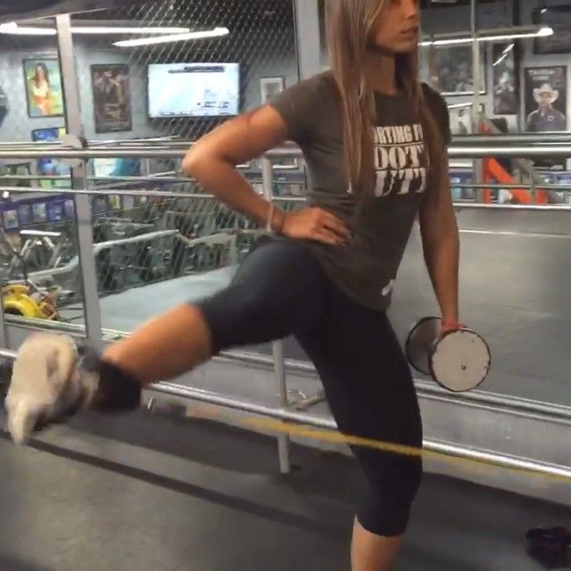 Curtsy lunge with abductor swing.  Work out for glutes and legs nicole_mejia's video on Instagram